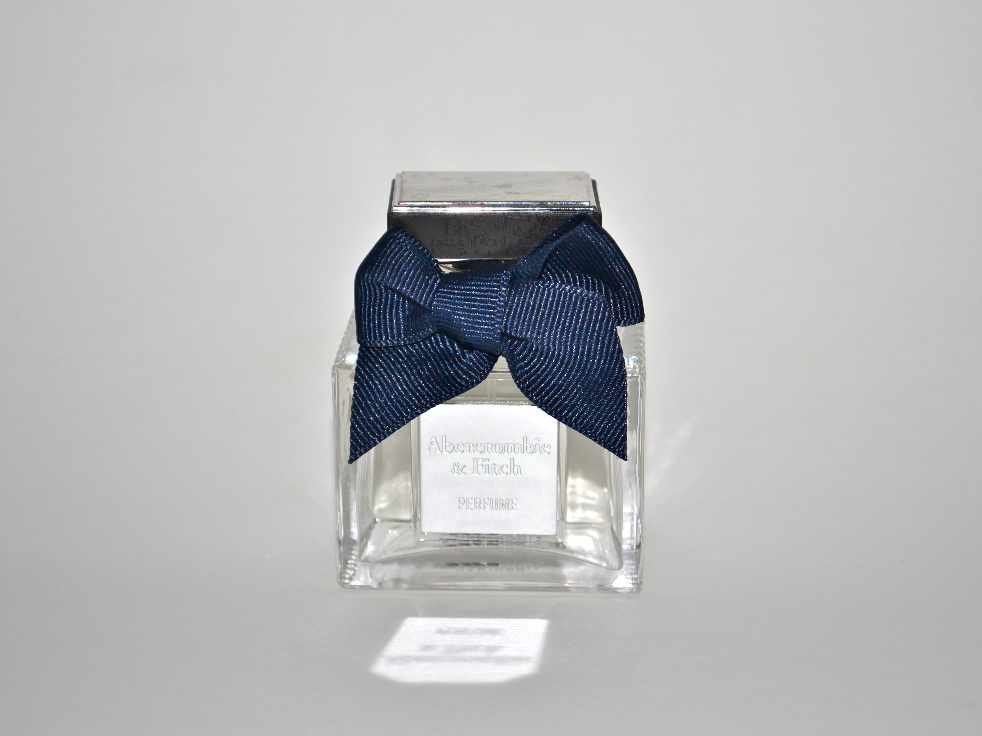 Esse perfume é o N° 1 da Abercrombie e Fitch. Eu amo o perfume 8 masculino  da A F (meu papi usa) 300bf67fc8161